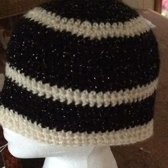 33d2abf5cea3a Black   White glitter beanie hat. 09